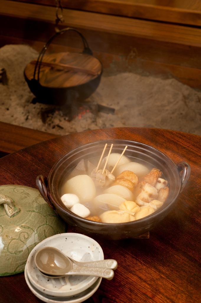 画像2: 手造り唐草紋 ビードロ釉8号土鍋(3人用)