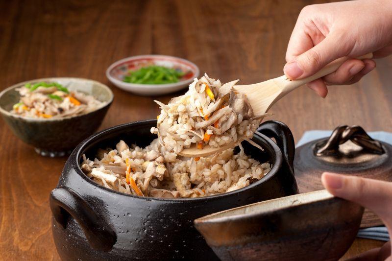 画像5: 【送料無料】セラミックコーティングごはん炊き土鍋2〜3合炊き しのぎ黒金彩
