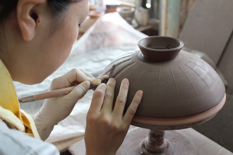 画像3: 【送料無料】しのぎ 8号手造り土鍋(3人用)