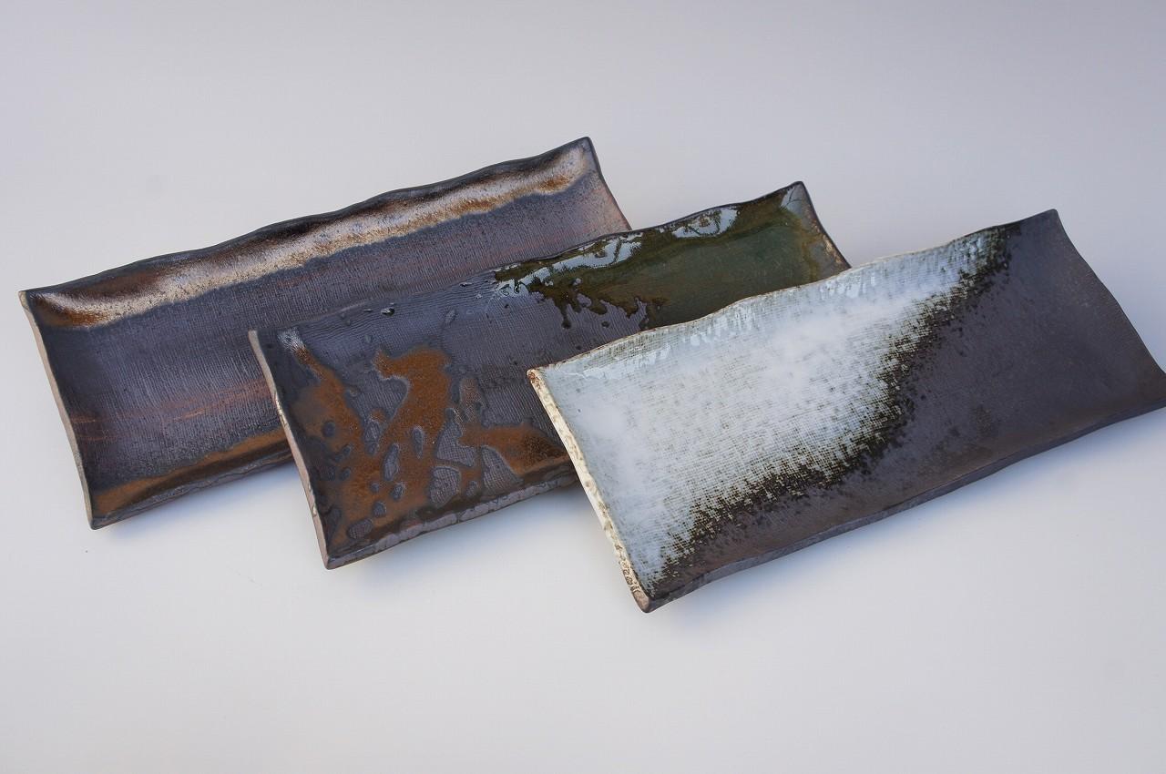 画像2: 黒焼締白釉流し さんま皿